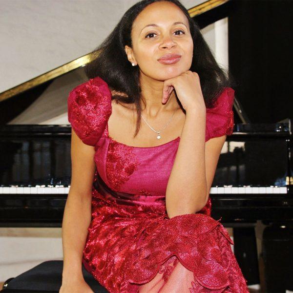 Rebeca Omordia
